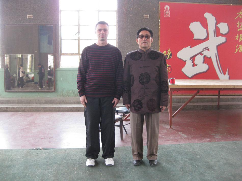 Майстор Сомов в залата по Тай Чи в Чъндзягоу с Грандмайстор Чън Сяоуан
