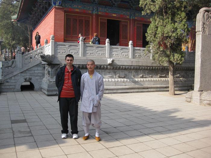 Майстор Сомов заедно с монах от манастира Шаолин