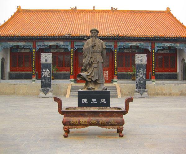Статуята на Генерал Чън Уантин в Чъндзягоу, Китай