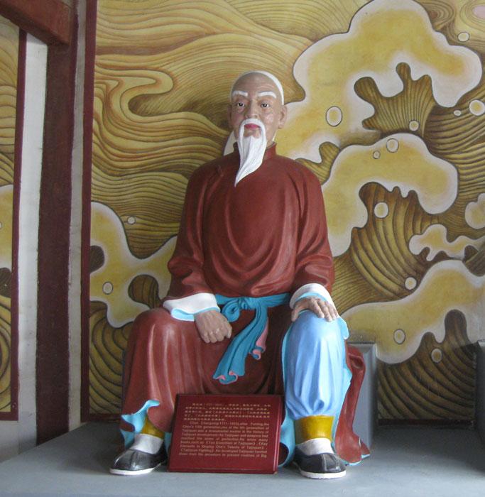 Статуя на Грандмайстор Чън Чансин в музея на Тай Чи в Китай
