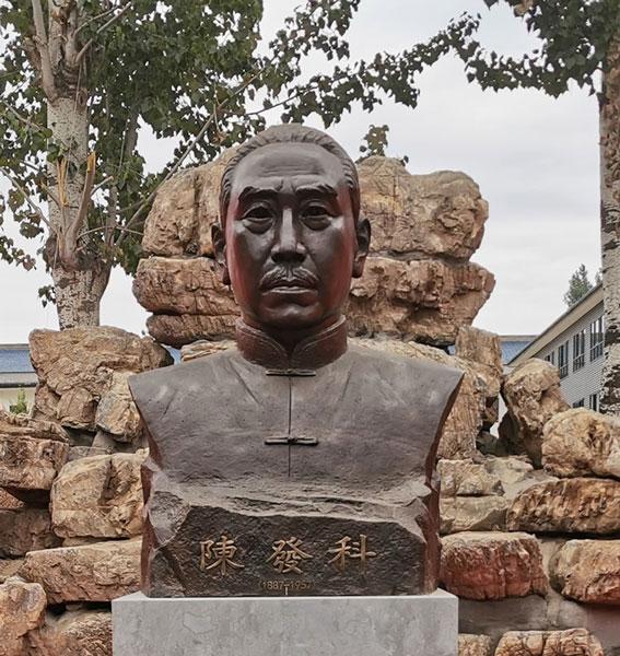 Статуя на Грандмайстор Чън Факъ в Чъндзягоу Китай