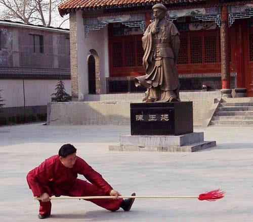 Тай Чи позиция с копие от Грандмайстор Чън Сяоуан