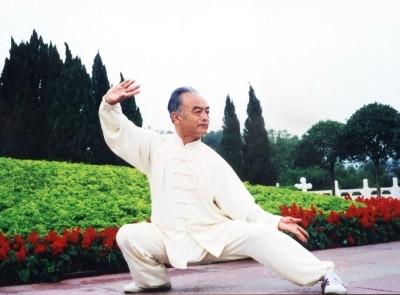 Позиция от тай чи в изпълнение на майстор Ма Хун