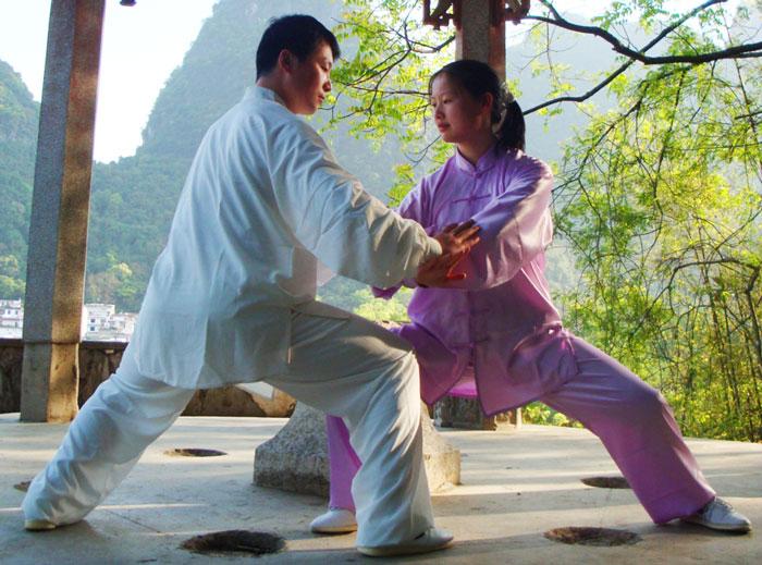 Туей шоу или бутащи ръце е упражнение с партньор в Тай Чи, служещо за развиване на баланс