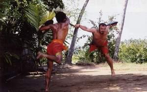 Калари пайату бойцам во время тренировок