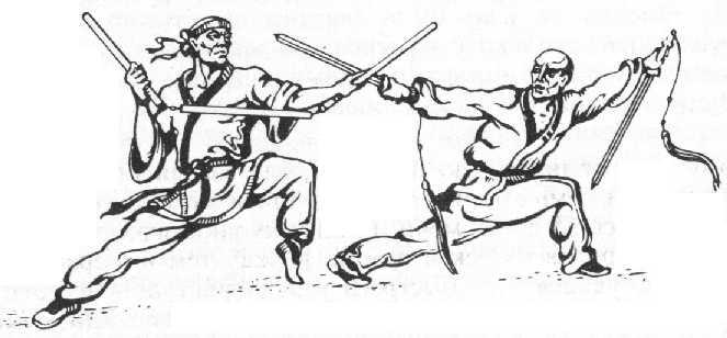 Членове на тайно общество разучават техники с традиционни оръжия.